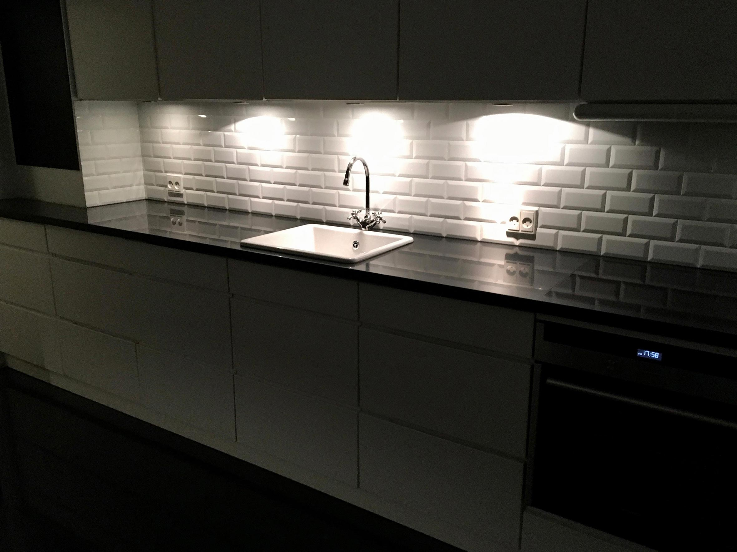 Picture of: Fliser Ved Kokkenbord Home Construction